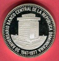 30 PESOS  30EME ANNIVERSSAIRE DE LA BANQUE CENTRALE 1977 SUP 85 - Dominicaine