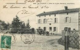 63 - Le Vauriat - ** Automobile Devant L'Hôtel De La Gare ** - Cpa Voir 2 Scans. - Frankreich