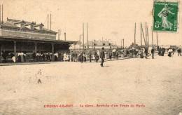 CHOISY LE ROI  La Gare Arrivée D'un Train De Paris Défaut Cote Gauche Cf Scan - Choisy Le Roi