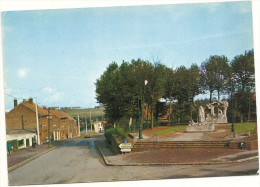 62  AUCHEL   LE  MONUMENT  AUX MORTS  ,  RUE  CASIMIR BEUGNET - France