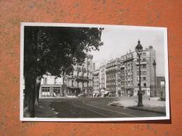 Cpsm 9x14 DD NV Paris Rue Et Place Jeanne D Arc Pas Courrant Cafe Boulangerie Bon Etat - Unclassified