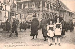 EN ALSACE M. MILLERAND MINISTRE DE LA GUERRE ET LE GENERAL THEVENET VISITENT DANNEMARIE 1914 - War 1914-18