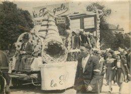 PHOTO SOUVENIR DE LA FRINGALE 1946 PHOTO PLIEE AU MILIEU - Photographs