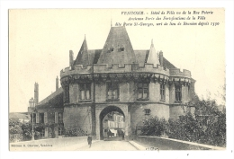 Cp, 41, Vendôme, Hôtel De Ville Vu De La Rue Poterie - Vendome