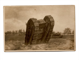 Photo Carte - Char (tanck Renault?) Sur Champ De Bataille Sortant D'une Tranchée. - Guerre 1914-18