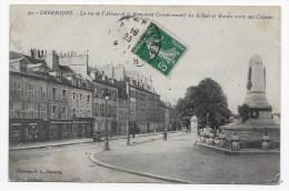 CHERBOURG - N° 90 - LA RUE DE L' ABBAYE ET LE MONUMENT COMMEMORATIF DES SOLDATS ET MARINS MORTS AUX COLONIES - Cherbourg