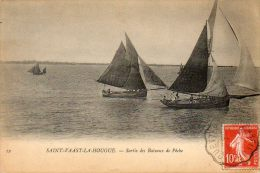 CPA- SAINT-VAAST-la-HOUGUE (50) - La Sortie Des Bateaux De Pêche - Saint Vaast La Hougue