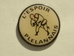 Pin´s JUDO - L'ESPOIR PLELANNAIS - Judo