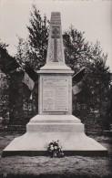02 MENNEVRET  CPSM  Le MONUMENT Aux MORTS De La RESISTANCE Drapeaux  CROIX De Lorraine - Francia