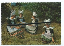 CPM -  En Bretagne - Jeunes Filles De Pont Aven - Un Beau Dimanche - Costumes Bretons- - Pont Aven