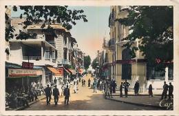 ALGERIE 1495   CPSM Petit Format   TLEMCEN Rue De France Animation         Belle Carte - Tlemcen