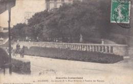 C P A---64---BIARRITZ---au Dessous De La Place Bellevue, à L'ombre Des Tamaris --- Voir 2 Scans - Biarritz