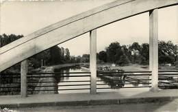 Aisne  -ref A213- Anizy Pinon - Le Canal - Le Pont Et Petit Plan Peniche  - Carte Bon Etat  - - Frankrijk