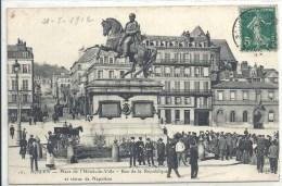 HAUTE NORMANDIE - 76 - SEINE MARITIME - ROUEN -Place De L'Hôtel De Ville - Rue Dela République - Belle Animation - Rouen