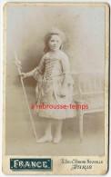 CDV Vers1890-une Petite Fille Déguisée En Marquise...ou Bergère? Photo France à Paris - Antiche (ante 1900)