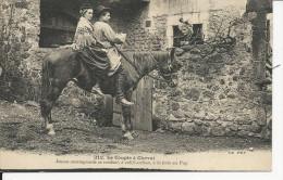 Le Couple à Cheval      à La Foire Au Puy - Otros Municipios