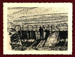 PORTUGAL - FIGUEIRA DA FOZ - BUARCOS - PESCADORES PREPARANDO AS REDES DE PESCA - 1940 REAL PHOTO - Photographs