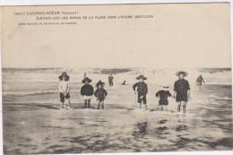 33-LACANAU-OCEAN-Enfants Sur Les Bords De La Plage Dans L'écume Des Flots...1906  Animé - Other Municipalities