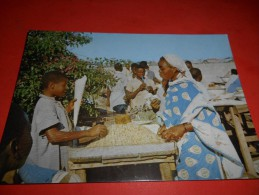B643 Mozambico Beira Mercante Con Bambino No Viagg.presenza Piccole Macchioline Umido - Mozambique