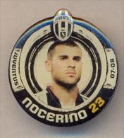 PIN´S FOOTBALL JUVENTUS - GIOCATORE (ANTONIO NOCERINO - N° 23) STAGIONE 2007/08 - LEGGI - Pin's (Badges)