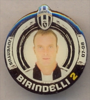 PIN´S FOOTBALL JUVENTUS - GIOCATORE (ALESSANDRO BIRINDELLI - N° 2) STAGIONE 2007/08 - LEGGI - Pin's (Badges)