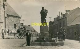 Cpsm 22 Gausson, Le Monument Aux Morts, 2 Belles Charrettes Avec Familles, Homme Et Enfants....,  Carte Pas Courante - Autres Communes