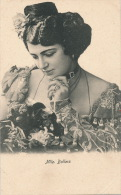 FEMMES - FRAU - LADY - SPECTACLE - ARTISTES 1900 - Jolie Carte Fantaisie Portrait Femme Artiste Mlle BOLLERS - Mujeres