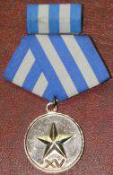 *O354 CUBA MILITAR MEDAL. MININT. XV AÑOS DE SERVICIO. CON CREDENCIAL. - Jetons & Médailles