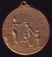 *O407 CUBA MEDAL. 25 AÑOS DE CONSAGRACION AL MINISTERIO DE EDUCACION. - Tokens & Medals