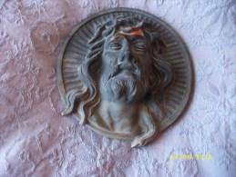 Médaillon En Bronze Tête Du Christ Diamètre 8 Cms - Religion & Esotericism