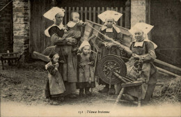 29 - TREGUNC - Costumes - Coiffes - Fileuse Bretonne - Rouet - Trégunc