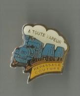 Pin´s A Toute Vapeur Repassage Couture (train) - Autres