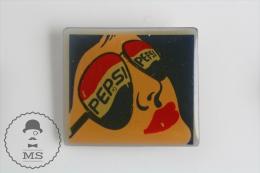 Pepsi Cola Vintage Pin Up Girl Face - Red Lips & Pepsi Sunglasses - Pin Badges #PLS - Marcas Registradas