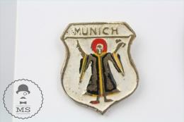 Old Munich Coat Of Arms - Pin Badges #PLS - Transportes