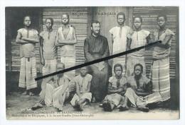 CPA - Congo Français-Mission Catholique De Brazzaville-Missionnaire Et Néophytes à La Sainte Famille(Haut Oubanghi) - Congo Français - Autres
