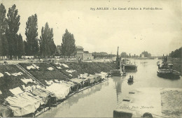13 ARLES CANAL D' ARLES A PORT DE BOUC LAVOIRS BATEAUX PENICHES NAVIGATION BOUCHES DU RHONE - Arles