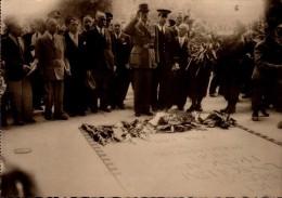 LE GENERAL DE GAULLE DEVANT LA TOMBE DU SOLDAT INCONNU....CPSM GRAND FORMAT - Guerre 1939-45