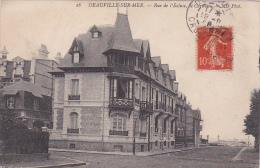 Cpa Deauville Sur Mer - Rue De L'Ecluse , Le Carillon - Deauville