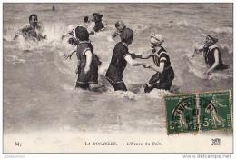 17 LA ROCHELLE HEURE DU BAIN TRES ANIMEES CPA BON ETAT - La Rochelle