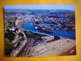 Cpsm  BOULOGNE SUR MER  -  62  -  La Plage Du Casino Et Du Port   -  Pas De Calais - Boulogne Sur Mer