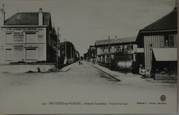 CPA Bruyeres En Vosges Avenue Gambetta  Vue De La Gare  / Fabrique De Berets Basques (C 1027 - Bruyeres