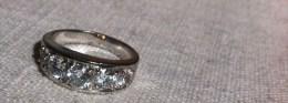 Bague Jarretière,5 Zircon,métal  Inconnu. - Ring
