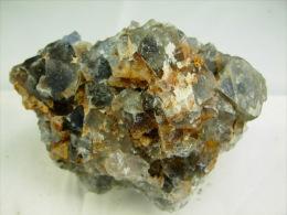 FLUORINE VERT BLEUE SUR QUARTZ A CHALCOPYRITE  7,5 X 5, CM MARSANGES - Minerals