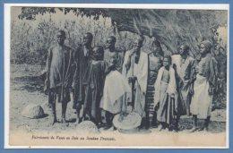 AFRIQUE --  SOUDAN -- Fabricant De Vases En Bois - Soudan