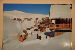CP SUPER-BESSE (63. Puy De Dôme) - Le Chasse-neige En Action Devant Les Chalets - Besse Et Saint Anastaise