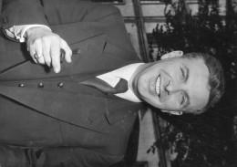 """Photo  De Presse -  AFFAIRE DES """" FUITES """" .  Le Commandant Et Juge Militaire DE RESSEGUIER   En 1954 """" Texte"""" - Geïdentificeerde Personen"""