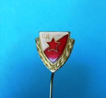 FC RED STAR Football Soccer Club Belgrade Serbia Ex Yugoslavia Old Pin Badge Fussball Futbol Futebol Calcio Anstecknadel - Fútbol
