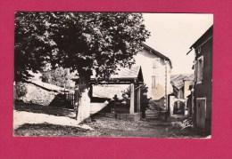 05- LA ROCHE DES ARNAUDS  La Place Et La Rue Sous Le Barry - Autres Communes