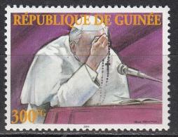 Guinea, 2004 - 300fg Giovanni Paolo II, Praying At Microphone - MNH** - Guinea (1958-...)