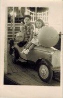 GRAISSESSAC Véritable Photo En Souvenir De La Fête Foraine Année 1950 Enfants Vieilles Voitures Manège Ducasse - Auto's